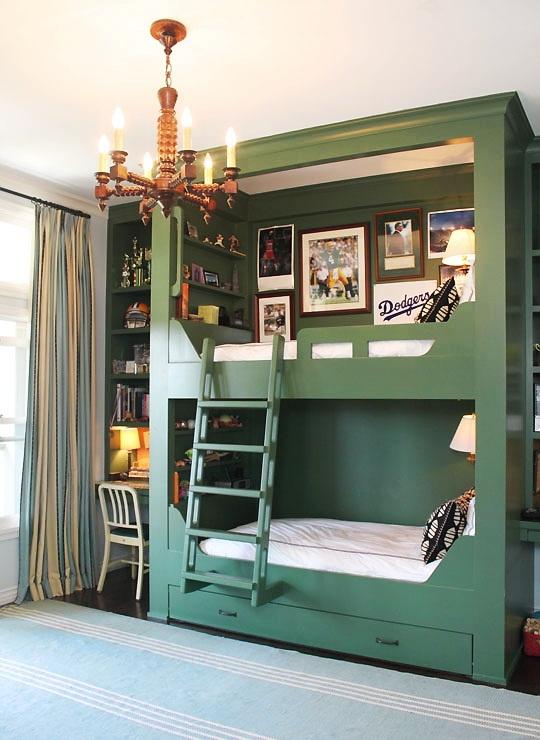 зеленый  английский дизайн комнаты для двух подростков мальчиков