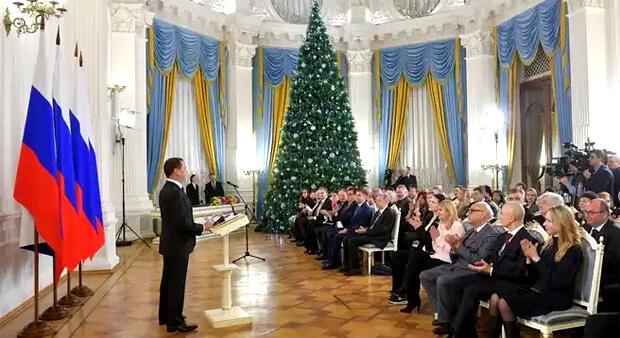 Дмитрий Медведев вручил правительственные премии работникам СМИ - Новости радио OnAir.ru