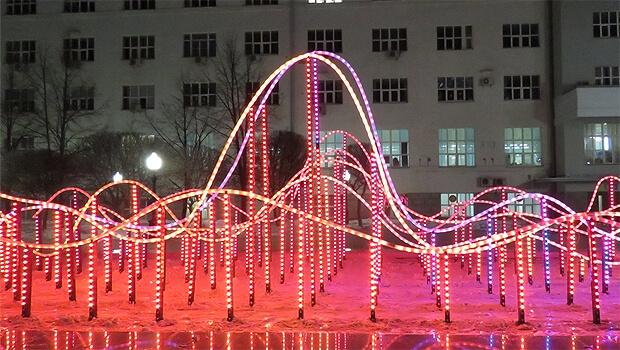 В сквере Попова Екатеринбурга запустили световой фонтан с радиоволнами - Новости радио OnAir.ru