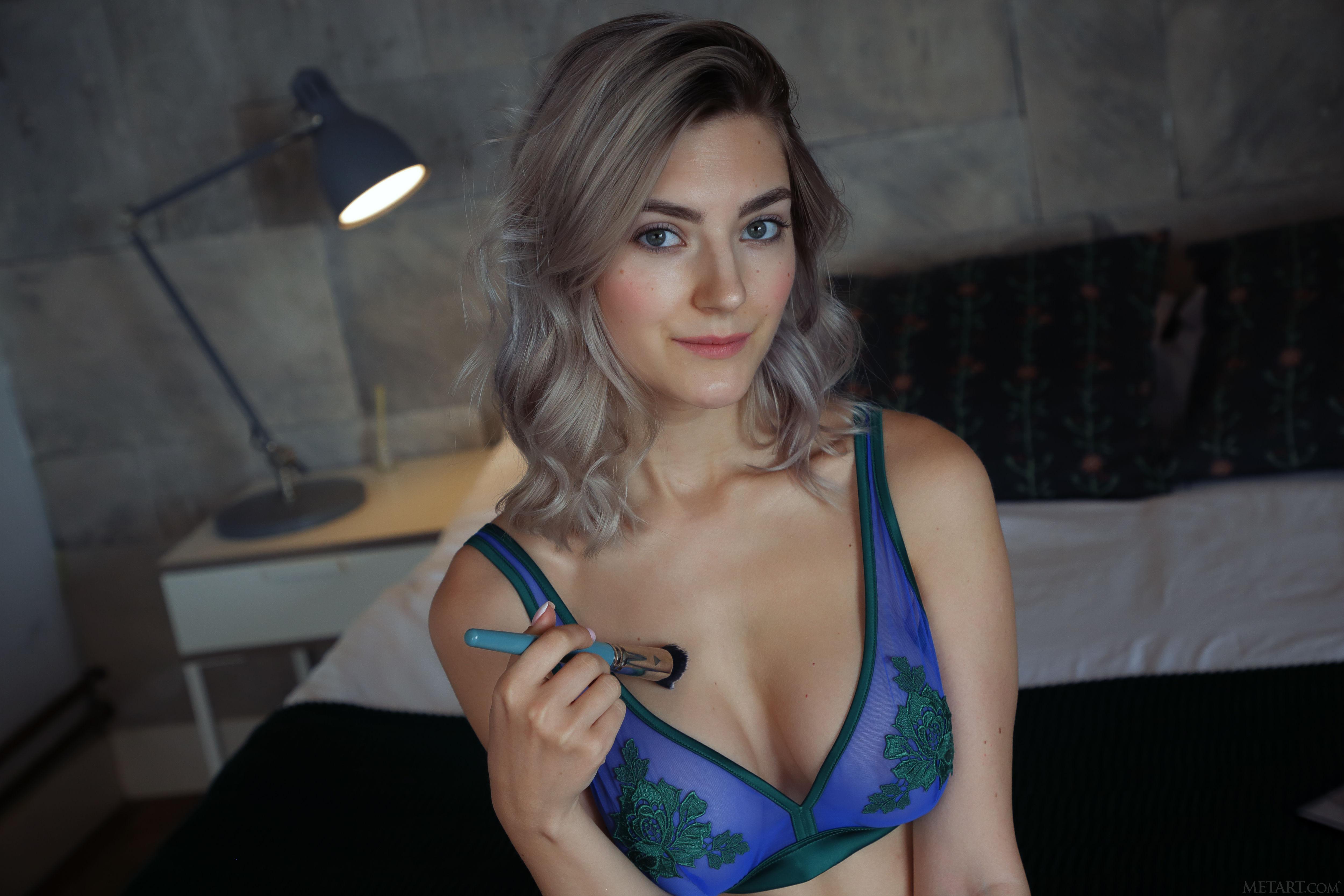 Ева Элфи голая