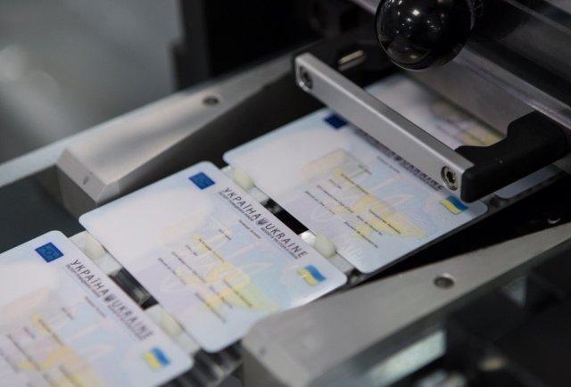 Cтарі паспорти можна обмінювати на нові ID-картки