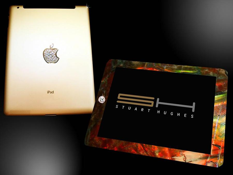 iPad 2 с костью тираннозавра