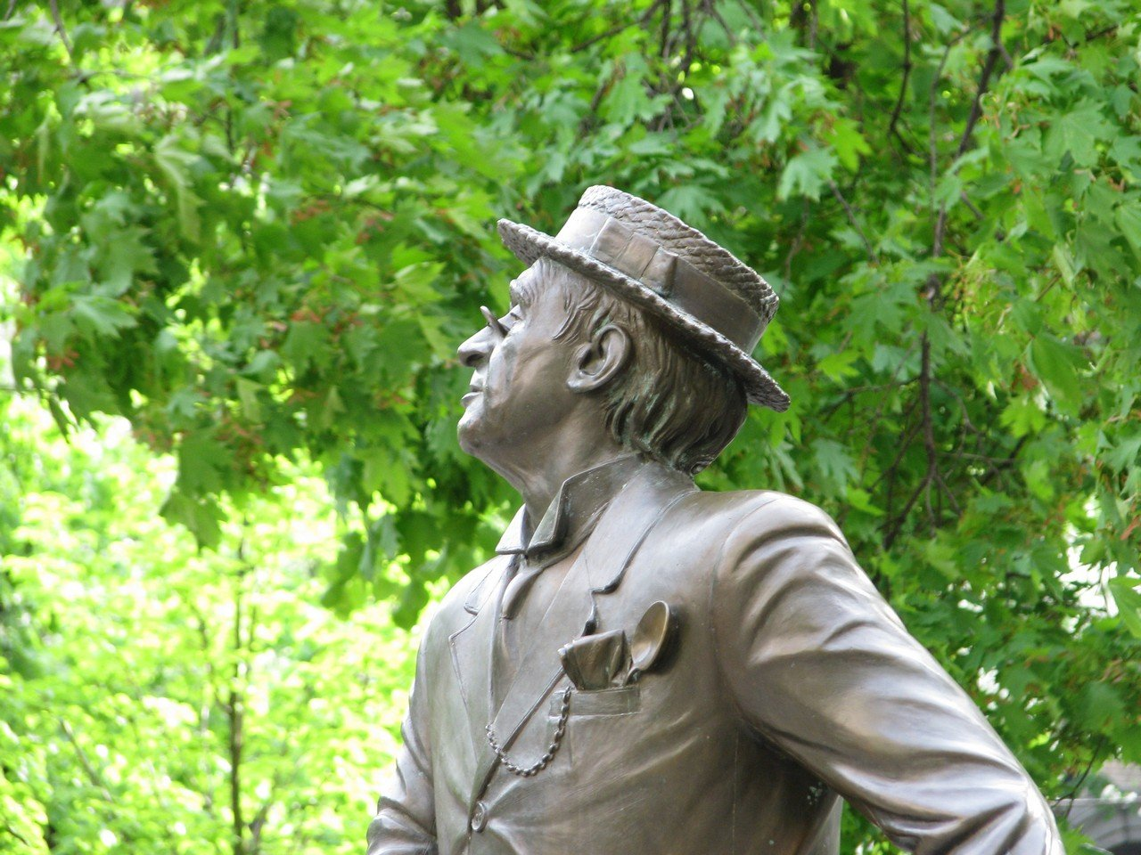 Великий слепой на улице Прорезная. Скульптура Паниковскому г.Киев
