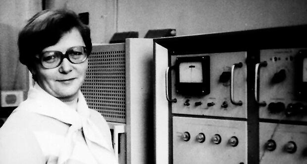 Как блокадница почти 50 лет ставит музыку на заводской радиостанции в Петербурге - Новости радио OnAir.ru