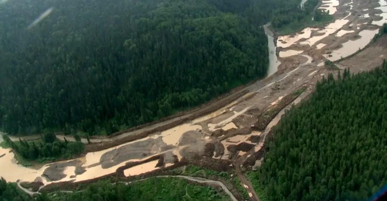 Кемеровская область. Так выглядит река после нескольких лет добычи россыпного золота