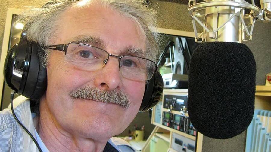 В Британии радиоведущий 44 года вел эфир только для своей жены - Новости радио OnAir.ru