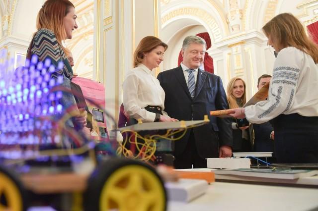 На Святого Миколая талановиті діти Рівненщини поїхали до родини Порошенків