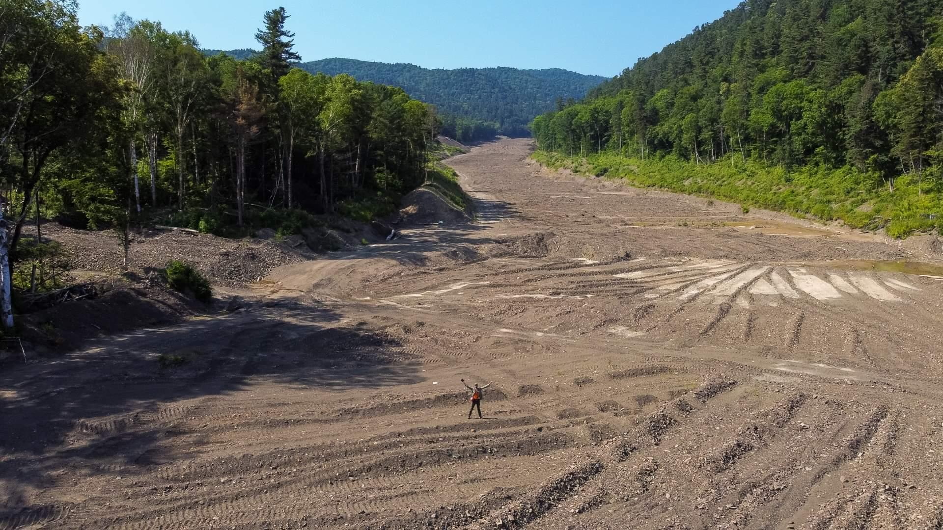 Брошенная разработка месторождения россыпного золота недалеко от села Мельничное
