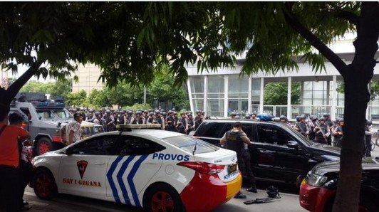 В столице Индонезии прогремела серия взрывов: погибли 7 человек - Цензор.НЕТ 2526