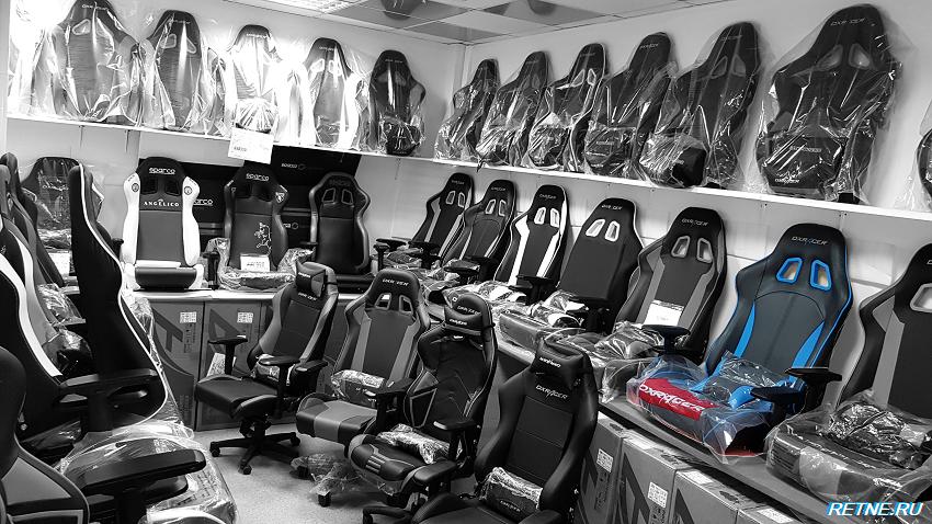кресло DXRacer OH/K-57/NB  с синими вставками.