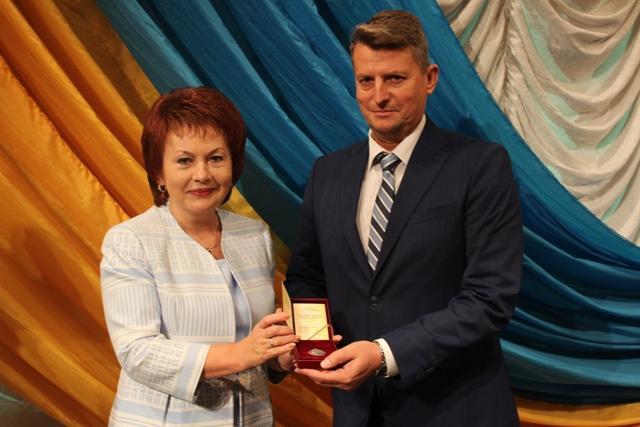 Вручення державної відзнаки з нагоди професійного свята ректору НУВГП Віктору Мошинському