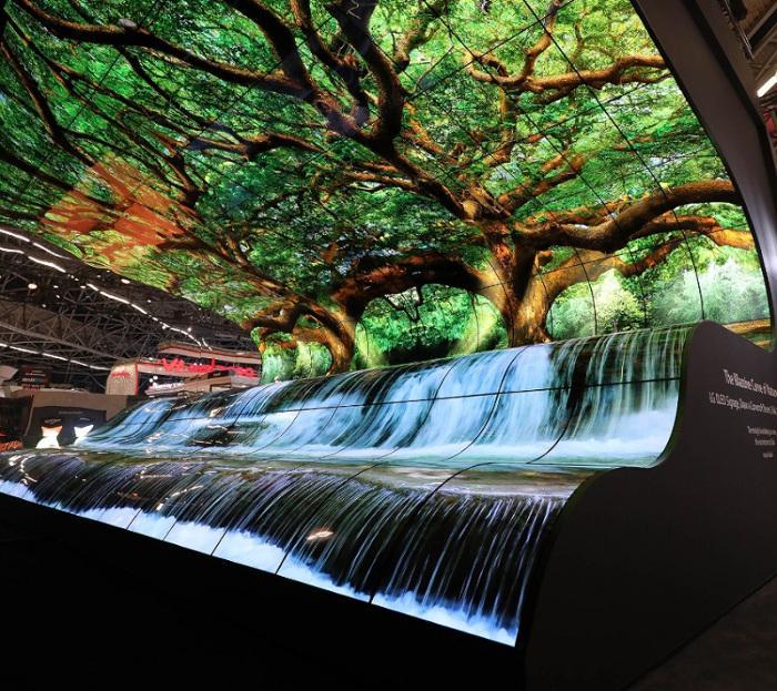 Уникальный OLED-дисплей покрывает любую поверхность