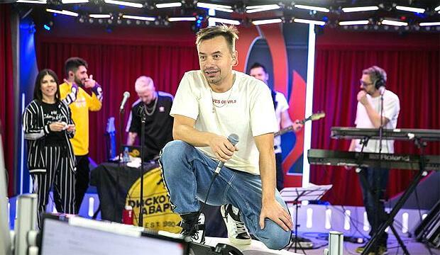 Группа «Дискотека Авария» дала живой концерт в «Золотом микрофоне» на «Русском Радио» - Новости радио OnAir.ru