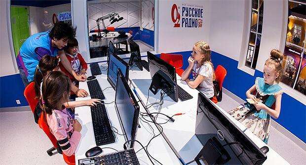 Студия «Русского Радио» открылась в городе профессий для детей «КидсСити» - Новости радио OnAir.ru