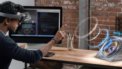 Microsoft сразу запустит HoloLens третьей модели