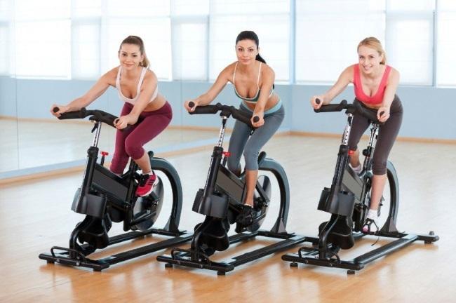 Велотренажеры - их польза и вред для спортсмена