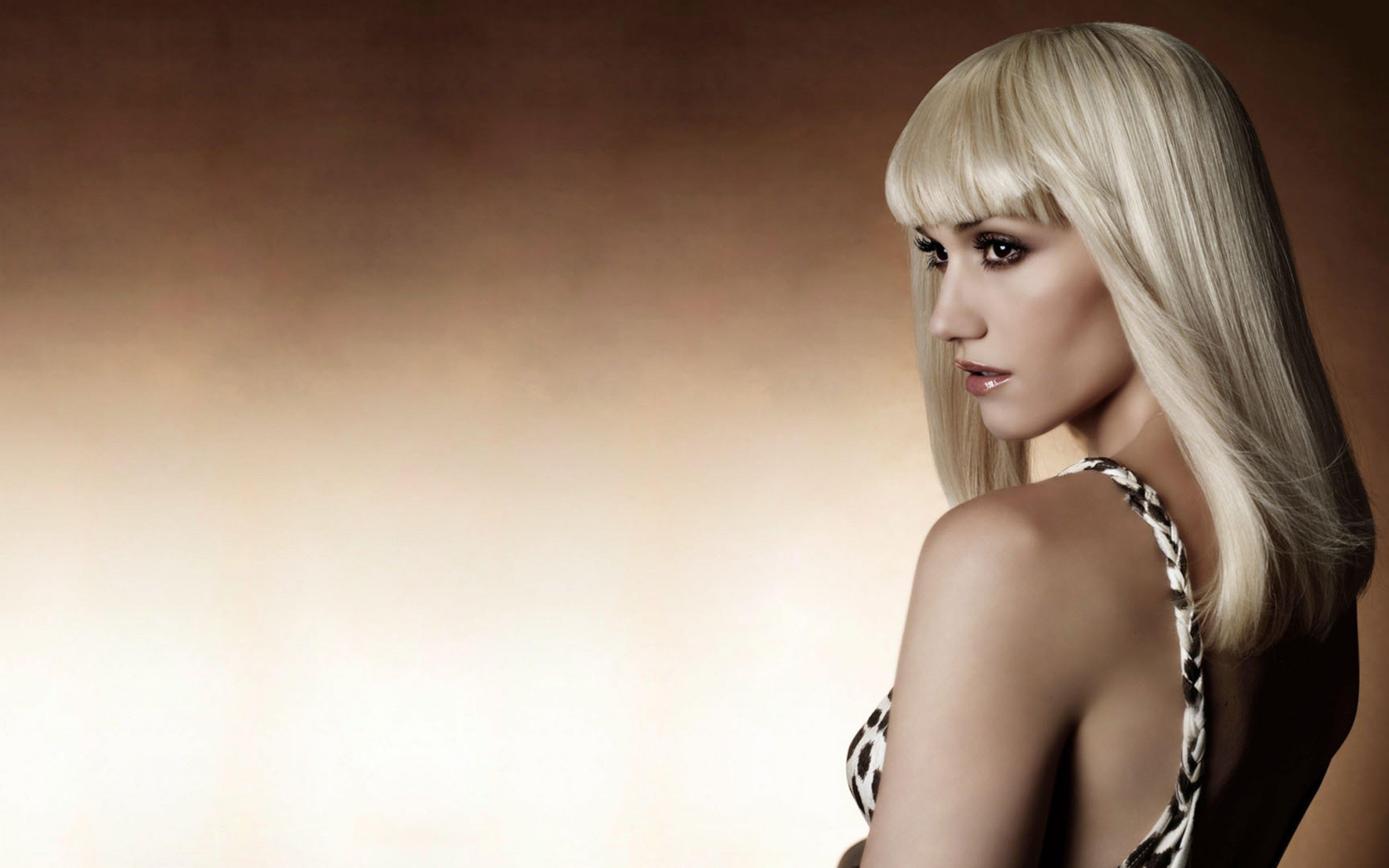 http://ipic.su/img/img7/fs/gwen_stefani_plecho_blondinka_guby_pomada_5096_3840x2400.1454338979.jpg