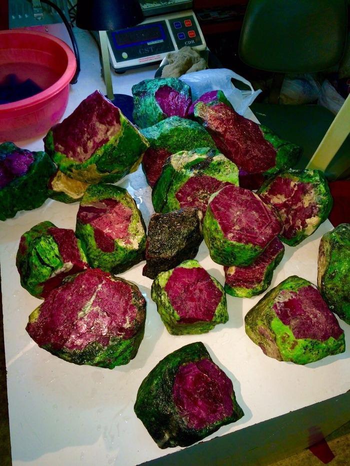 Рубины в зеленом цеозите