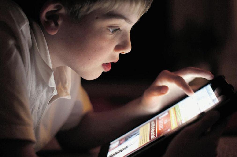 Бережем глаза: как правильно читать со смартфона?