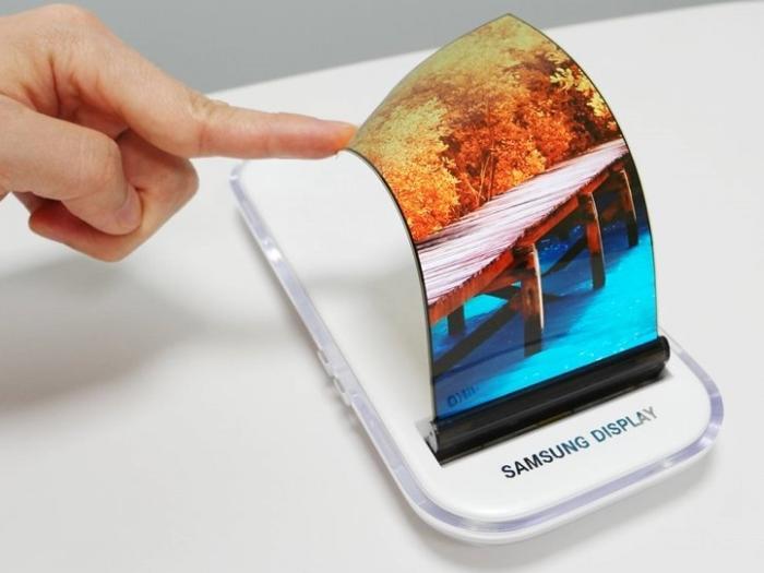 Гибкий смартфон Samsung будет иметь три OLED-экрана?
