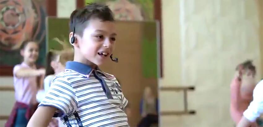 YouTube в восторге от танца спародировавших певца ЮрКисса детишек - Новости радио OnAir.ru