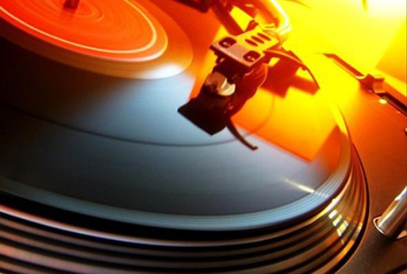 Потоковая музыка перемещается на пластинки