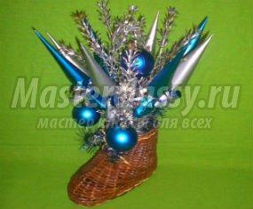 Новогодний букет из конфет в плетеном валенке 1354828943_anons640x853.1546059660