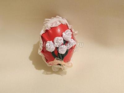 Пасхальное яйцо с цветами из лен 1427866572_25_750x562.1554868024