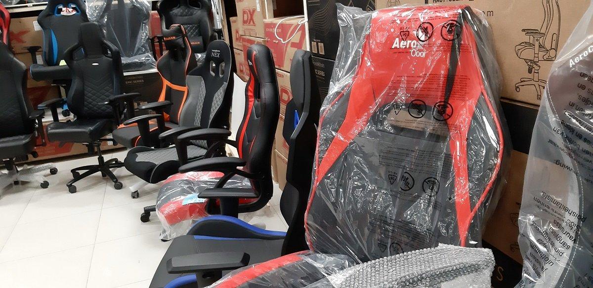 Игровое кресло Aerocool AC40C Air, черный, красный