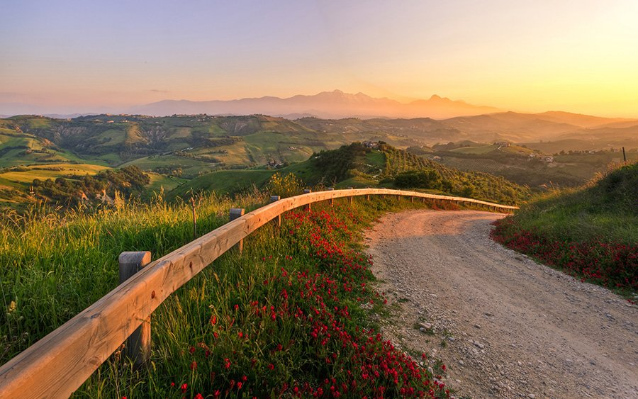 http://ipic.su/img/img7/fs/Italy-sunset-fabulous-landscape-road-hills-nature_2560x1600.1445513274.jpg