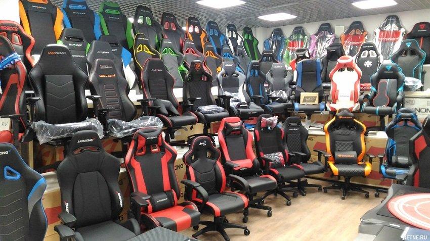 Кресло игровое AEROCOOL AС40C AIR, на колесиках, ткань дышащая, черный/красный [aс40c black red]